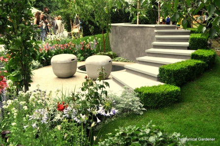 A nice compact garden, with lots of interesting features.
